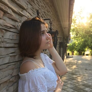 Анна Нуждина