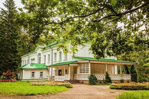 Первая школа литературной критики в Ясной Поляне